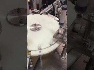 automatische vul- en sluitmachine voor lotion voor kleine flessen